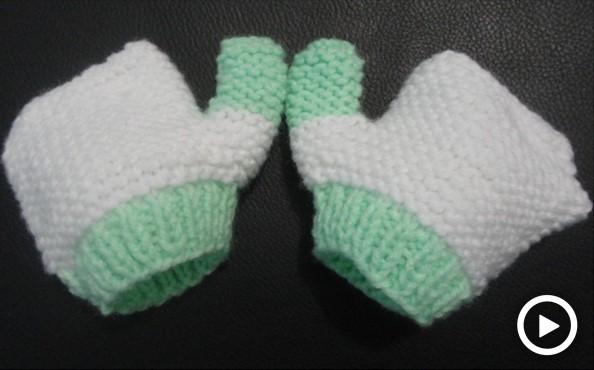 ¿Cómo tejer guantes de bebé en dos agujas?